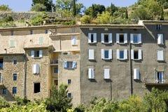 Fransk by, bergstopptown i Provence. Frankrike. Arkivbilder