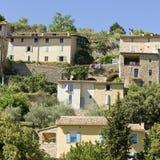 Fransk by, bergstopptown i Provence. Frankrike. Royaltyfri Fotografi