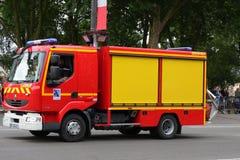 Fransk brandlastbil som ståtar för den nationella dagen av 14 Juli, Frankrike Arkivfoton