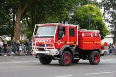 Fransk brandlastbil som ståtar för den nationella dagen av 14 Juli, Frankrike Arkivfoto