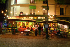 Fransk café på natten Arkivfoton