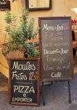 Fransk gatarestaurangmeny Arkivfoto