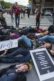 fransk glad folkhop paris för kundutbildningshjälpmedelexponering upp Royaltyfria Foton