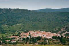 Fransk by i Pyrenees arkivfoton