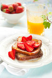 fransk jordgubberostat bröd Fotografering för Bildbyråer
