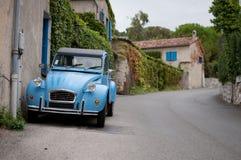 Fransk klassisk bil i Provence Fotografering för Bildbyråer