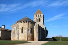 Fransk kyrka på Clussais-la-Pommeraie, Nouvelle-Aquitaine royaltyfri bild