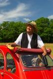 Fransk man som har picknicken Royaltyfria Bilder