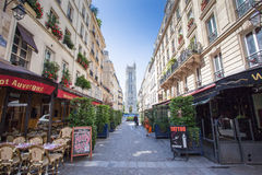 Fransk restaurang i Paris Royaltyfria Bilder
