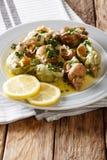 Fransk skaldjur: lagad mat valthornssnäcka med en sås av smör, vitlök och Fotografering för Bildbyråer