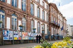 Fransk valdag med tappningstadshuset och allt valpos. Fotografering för Bildbyråer