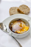 Fransk varm löksoppa med rostat bröd Fotografering för Bildbyråer