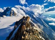 Franska fjällängar, Mont Blanc och glaciärer som sett från Aiguille du Midi, Chamonix, Frankrike Arkivbilder