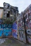 Franska grafitti i stad av Rennes förfallen byggnad royaltyfria bilder