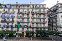 Franska koloniala byggnader i Algiers Algeriet Byggnader renoveras av den algeriska regeringen Arkivbilder