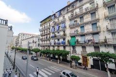 Franska koloniala byggnader i Algiers Algeriet Byggnader renoveras av den algeriska regeringen Royaltyfri Bild