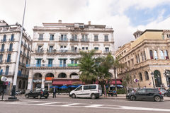Franska koloniala byggnader i Algiers Algeriet Byggnader renoveras av den algeriska regeringen Royaltyfria Foton