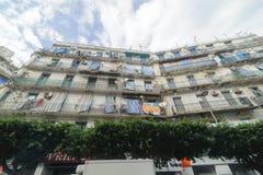 Franska koloniala byggnader i Algiers Algeriet Byggnader renoveras av den algeriska regeringen Arkivfoton