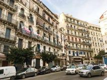 Franska koloniala byggnader på Algeriet, Alger Byggnader renowateds av den algeriska regeringen T Arkivbild