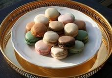 Franska Macarons i olika färger royaltyfri fotografi
