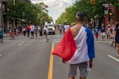 Franska medborgare firar segern av det franska fotbolllaget Royaltyfri Bild