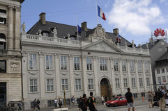FRANSKA OCH EUROPEISKA FACKLIGA FLAGGOR PÅ DEN HALVA MASTEN Royaltyfri Fotografi