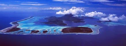 Franska Polynesien: Airshot från Bora Bora Island royaltyfri bild