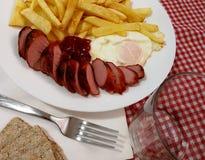 Franska potatisar på plattan royaltyfri bild