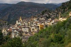 Franska Riviera, Saorge by: berlock av den medeltida staden royaltyfri foto