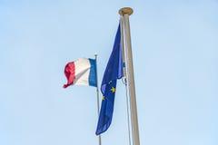 Franskaflagga med den europeiska flaggan Royaltyfria Foton