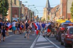 Franskan firar segern av deras fotbollslag i sista 8th Royaltyfri Bild
