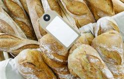 Franskbröd på försäljning Arkivfoto