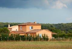 franskt hus typiska provence Royaltyfria Bilder
