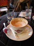 Franskt kafé, kaffe och socker, Paris, Frankrike royaltyfria foton