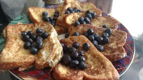 Franskt rostat bröd för blåbär Fotografering för Bildbyråer