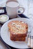 Franskt rostat bröd och en kopp av kakao Royaltyfri Fotografi