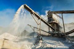 Frantoio industriale - macchina schiacciante di pietra della roccia Fotografia Stock Libera da Diritti