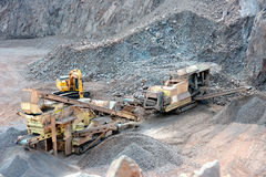 Frantoio per pietre in una miniera a cielo aperto Fotografie Stock Libere da Diritti
