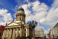 Französischer Dom, den monumentala domkyrkan i Gendarmenmarkt - Berlin Royaltyfria Foton
