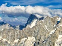 Französische Alpen, Mont Blanc und Gletscher, wie von Aiguille du Midi, Chamonix, Frankreich gesehen lizenzfreies stockbild