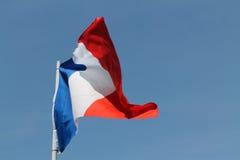 Französische Flagge, die hoch fliegt Stockfotos