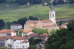 Französische Kirche in Bourg-De-Thizy in Frankreich Lizenzfreies Stockfoto