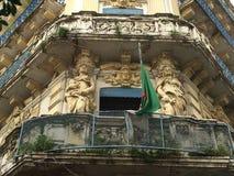 Französische Kolonialbauten bei Algerien, Alger Gebäude renowated von der algerischen Regierung T Lizenzfreies Stockbild