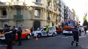 Französische Polizeiwagen und Feuerwehrmann-LKWs stockfotografie