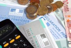 Französische Steuerformulare im Abschluss oben stockfotos