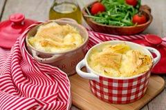 Französische traditionelle Kartoffelmahlzeit Tartiflette Stockbild