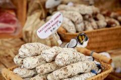 Französische Wurst am Straßenmarkt Lizenzfreie Stockfotografie