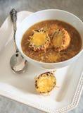 Französische Zwiebel-Suppe mit Käse-Croutons Lizenzfreies Stockfoto