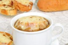 Französische Zwiebelsuppe der Nahaufnahme Lizenzfreies Stockfoto