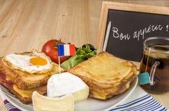 Französischer Teller mit Mitteilung auf Tafel Lizenzfreies Stockbild